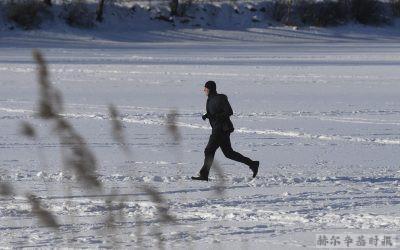 不穿鞋在雪地里跑步,一种奇特的运动方式开始在芬兰流行