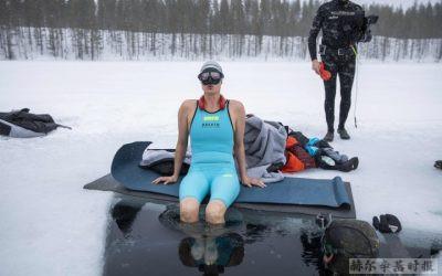 芬兰女子创造了冰下潜泳的新世界纪录