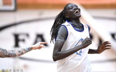 芬兰女篮球星进入WNBA首轮选秀,创造了历史