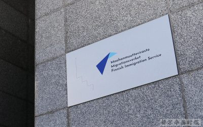 芬兰移民局在赫尔辛基的新服务点外出现排队长龙