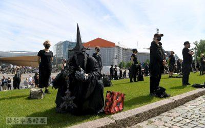 图片新闻:芬兰文化界在在赫尔辛基举行了一场壮观的抗议活动