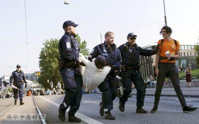 在赫尔辛基的气候抗议活动中,超过100人被拘留